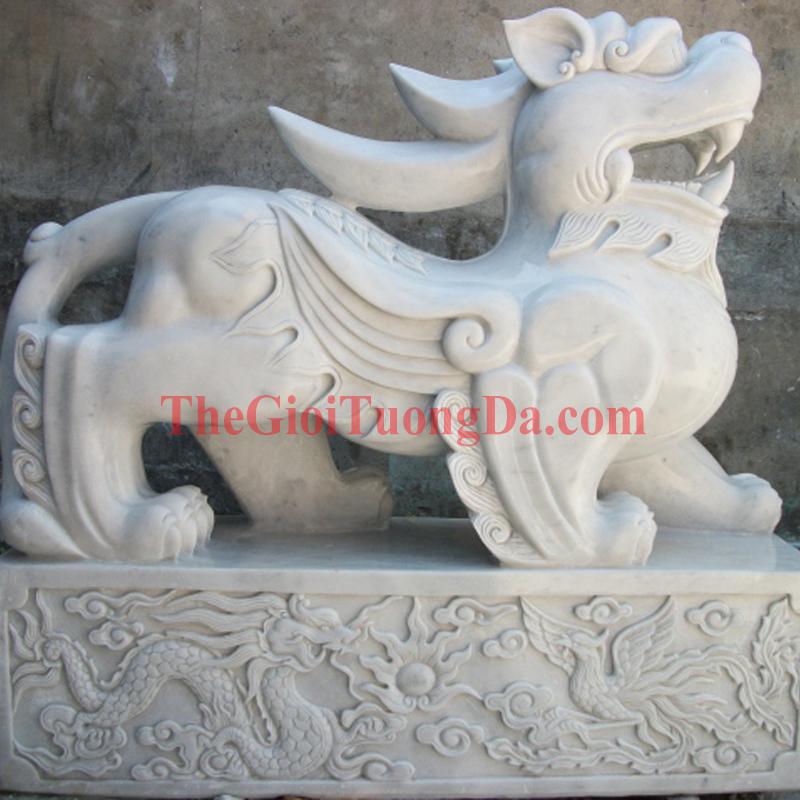 The Ty Huu Statue
